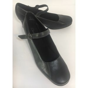 CLARKS MARY JANES BUCKLE CLOSURE STRAP PUMPS 8.5